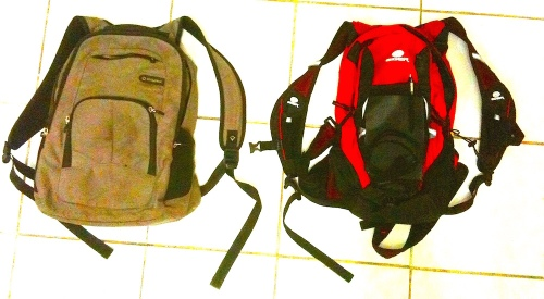 Kanan: Bodypack Urban Digital Gear, Kiri: Eiger UltraEnduro. (Foto: Yudha PS)