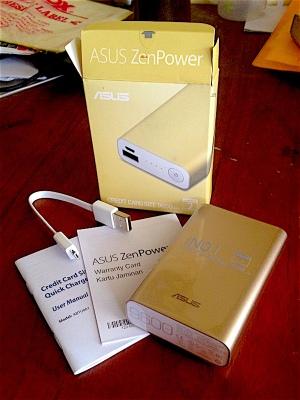 Kiriman ASUS ZenPower yang baru saja dibuka. (Foto: Yudha PS)