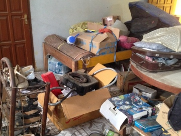 Barang-barang bekas mahasiswa yang teronggok di gudang. Umumnya, kondisinya masih layak digunakan. (Foto: Yudha PS)